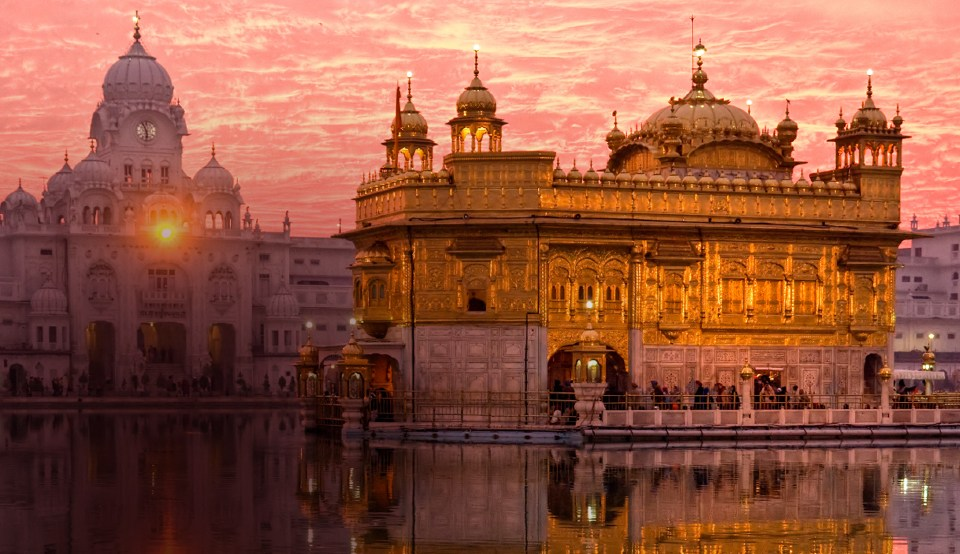 Picture of the Golden Temple taken on a luxury holiday to India with Greaves India